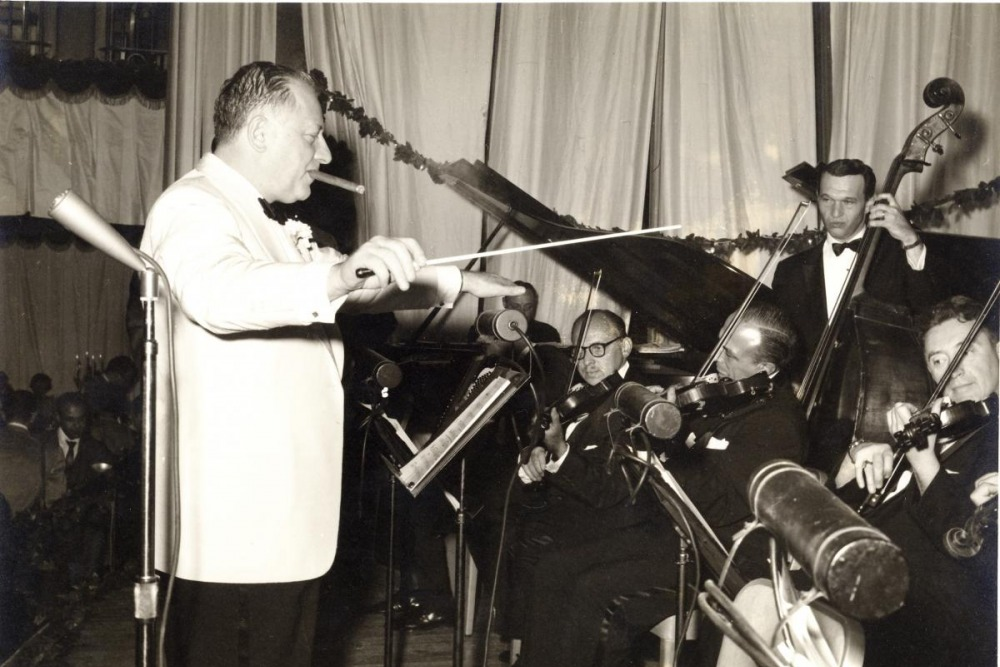 Fred Mann Conducting