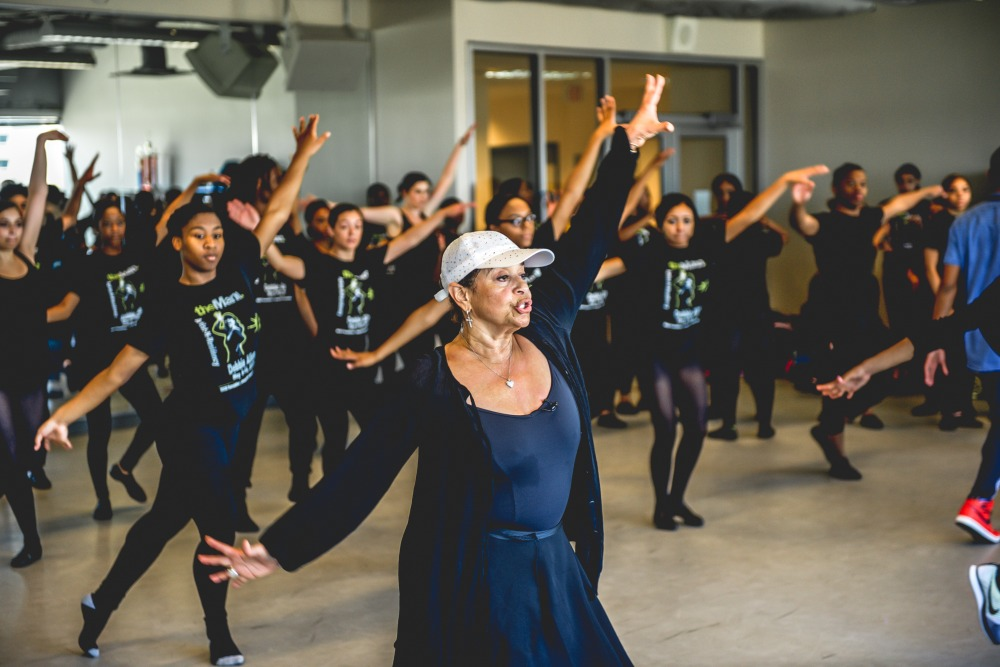 Debbie Allen with students from String Theory