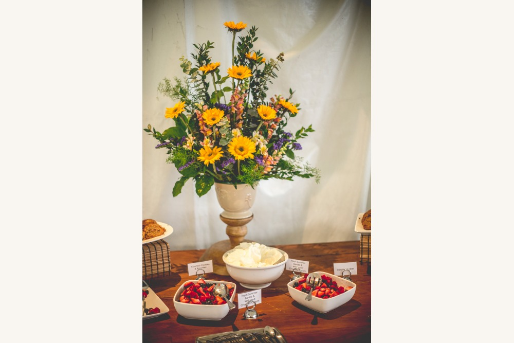 Crescendo food and flowers