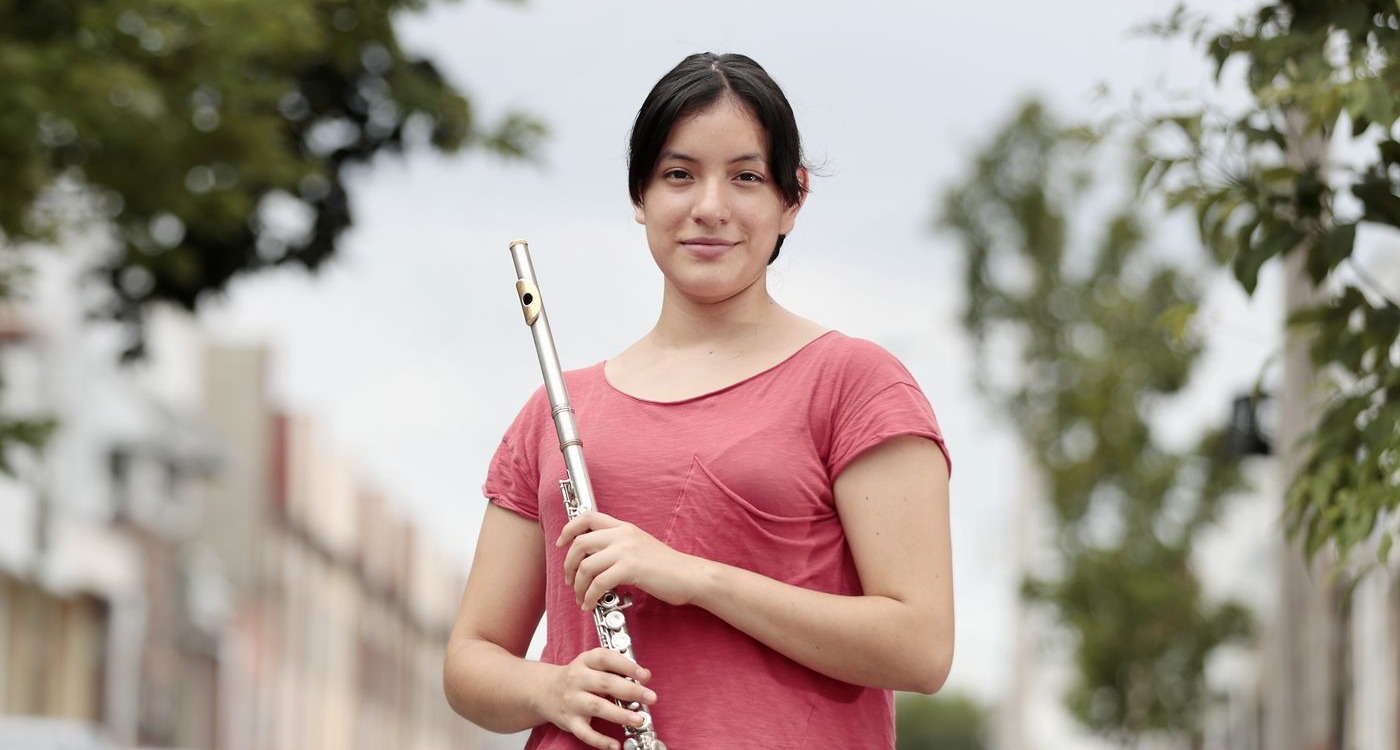 Ariadna Rosas photographed with her flute for ACOSA 2020